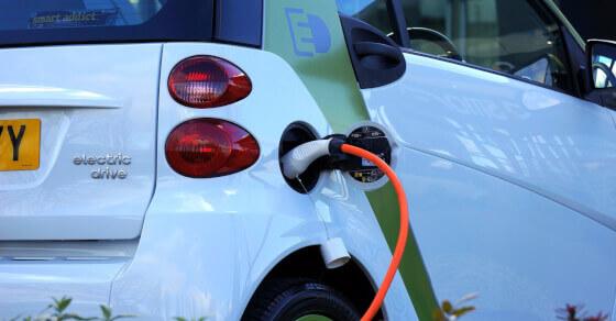 बजट-2019: पेट्रोल-डीजल महंगा, इलेक्ट्रिक गाड़ियां सस्ती