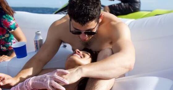 प्रियंका ने शेयर की पति निक के साथ रोमांटिक फोटो