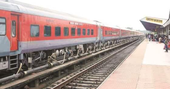 रेलवे का यात्रियों को तोहफा, एक्सप्रेस ट्रेनों के किराए 25% कम होंगे