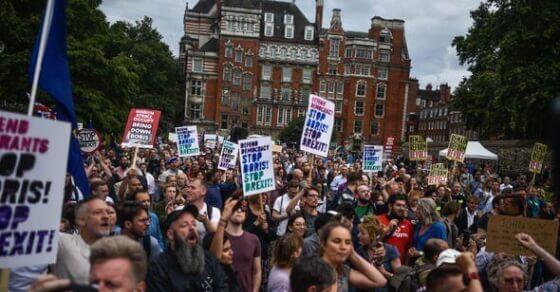 ब्रिटेन में निलंबित हुई संसद... PM जॉनसन के खिलाफ हुई नारेबाज़ी
