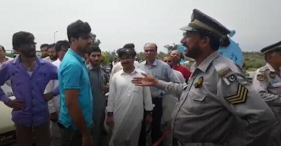पाकिस्तान का 'कश्मीरी ऑवर' फ्लॉप, लोगों ने इमरान को सुनाई खरी-खोटी