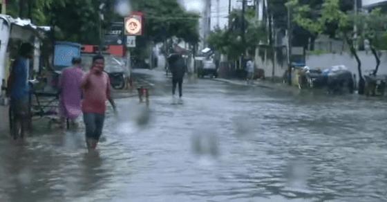 बिहार: भारी बारिश से जन जीवन अस्त-व्यस्त, पटना समेत 15 जिलों में अलर्ट