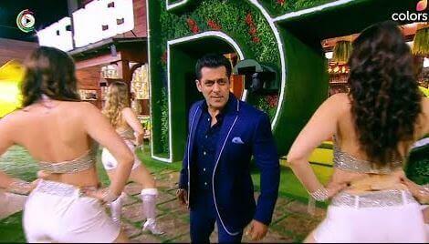 'Bigg Boss 13': host Salman Khan grooves inside the house