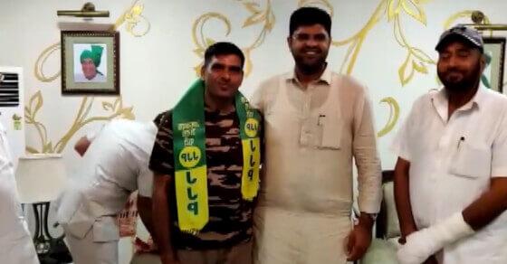 अब हरियाणा की चुनावी जंग लड़ेंगे तेज बहादुर, JJP में हुए शामिल