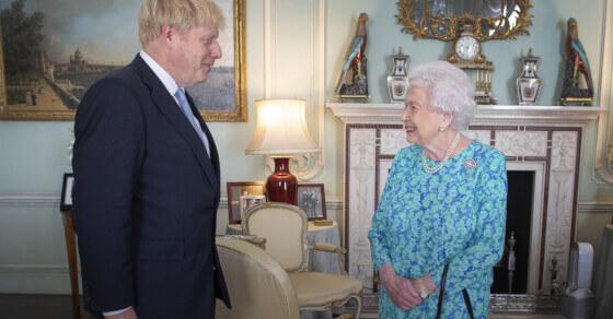 SC के फैसले के बाद ब्रिटेन के PM बोरिस जॉनसन ने महारानी से मांगी माफी