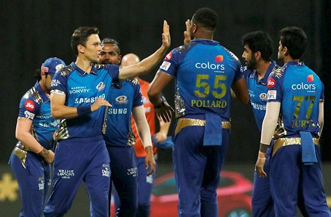Mumbai hand RCB their 2nd consecutive loss