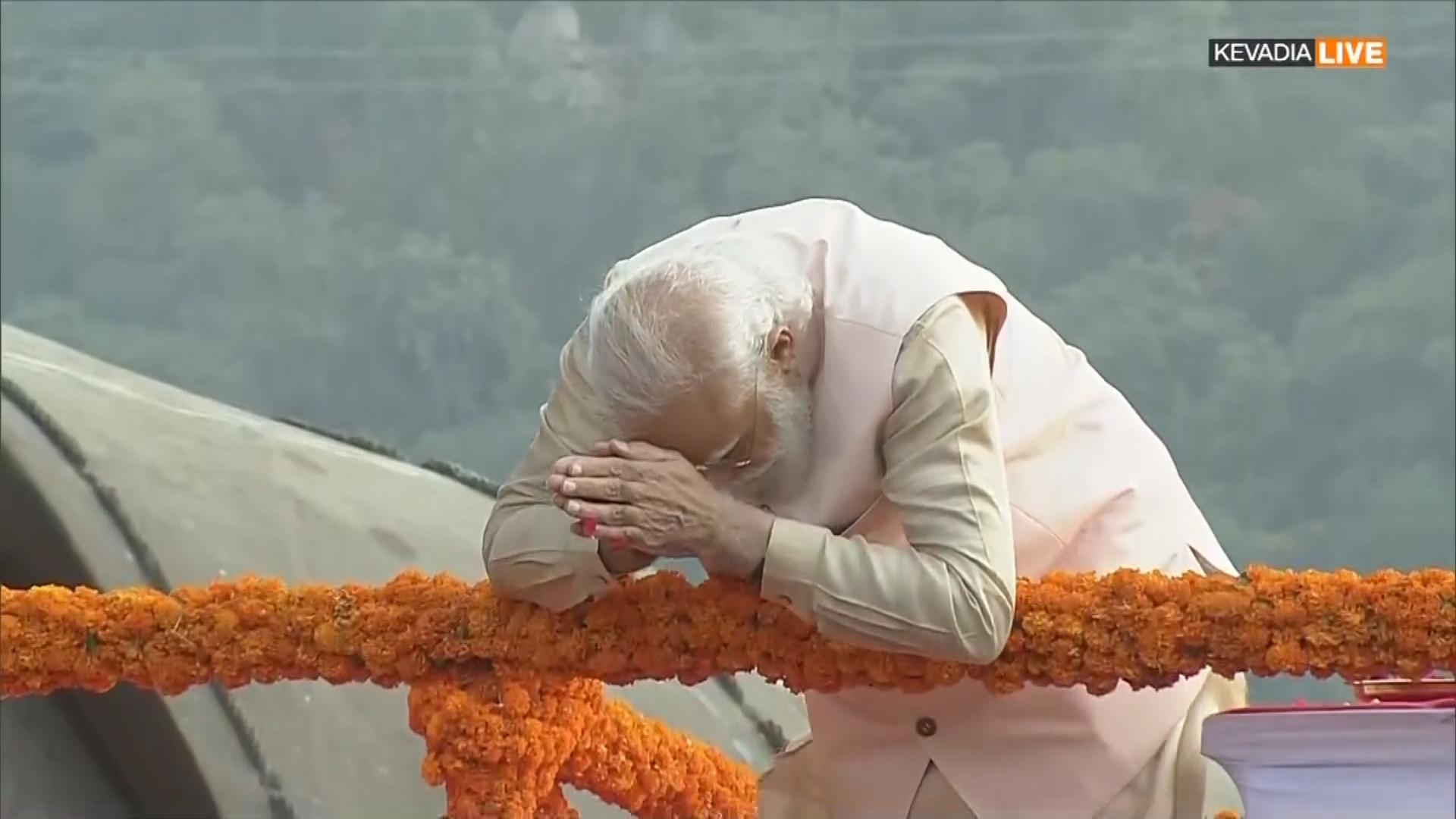 PM Modi ने स्टैच्यू ऑफ यूनिटी जाकर सरदार पटेल को दी श्रद्धांजलि