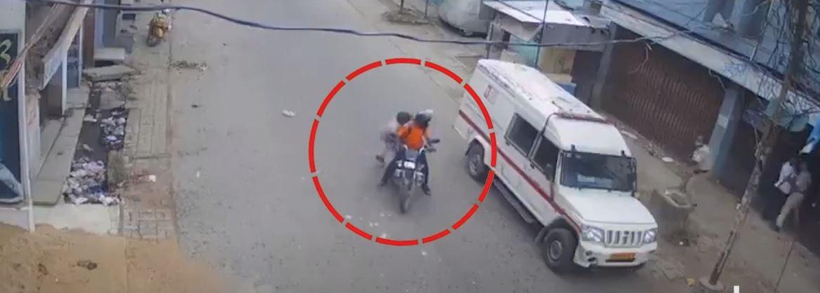 बिहार: Muzaffarpur में दिन-दहाड़े Cash Van लूटने की कोशिश, घायल Gaurd ने बदमाशों को खदेड़ा