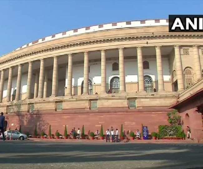 विपक्ष के हंगामे की वजह से संसद के दोनों सदन दोपहर 2 बजे तक स्थगित