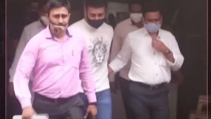 Raj Kundra pornography case: पुलिस के सामने ही राज कुंद्रा पर भड़क गई थीं Shilpa Shetty