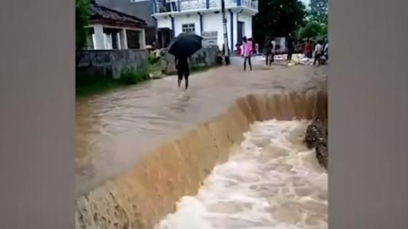 Bihar Flood: उत्तर बिहार में गहराने लगा बाढ़ का खतरा, गांवों में घुसा पानी, कई इलाकों का संपर्क कटा
