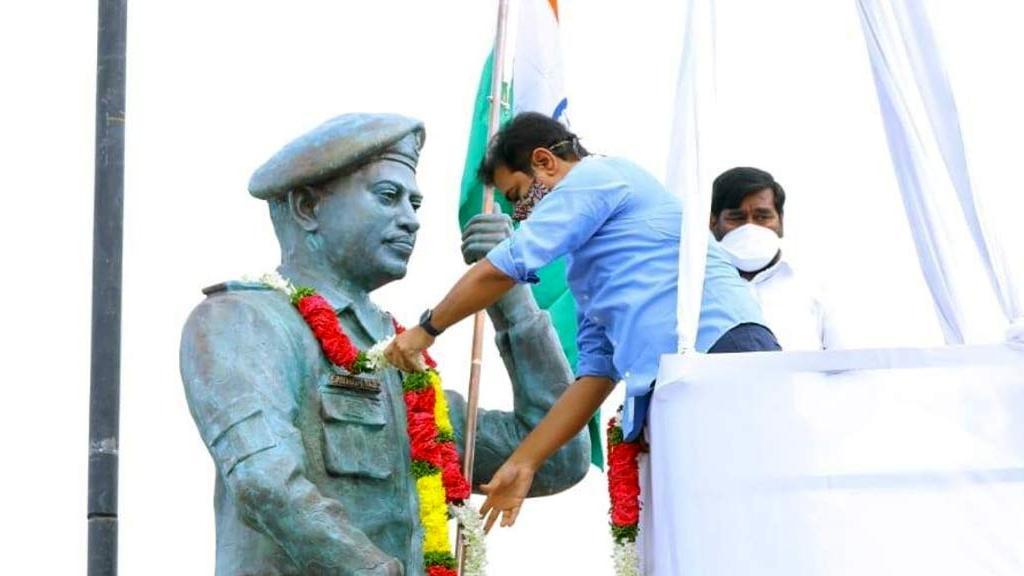 Col Santosh Babu, killed in Galwan clash, honoured with life-sized statue in Telangana
