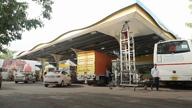 पेट्रोल डीज़ल की कीमतों में मंगलवार को भी गिरावट जारी