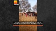 भागलपुर: शराब से लदा ट्रक पलटा, बोतल लूट ले गए लोग