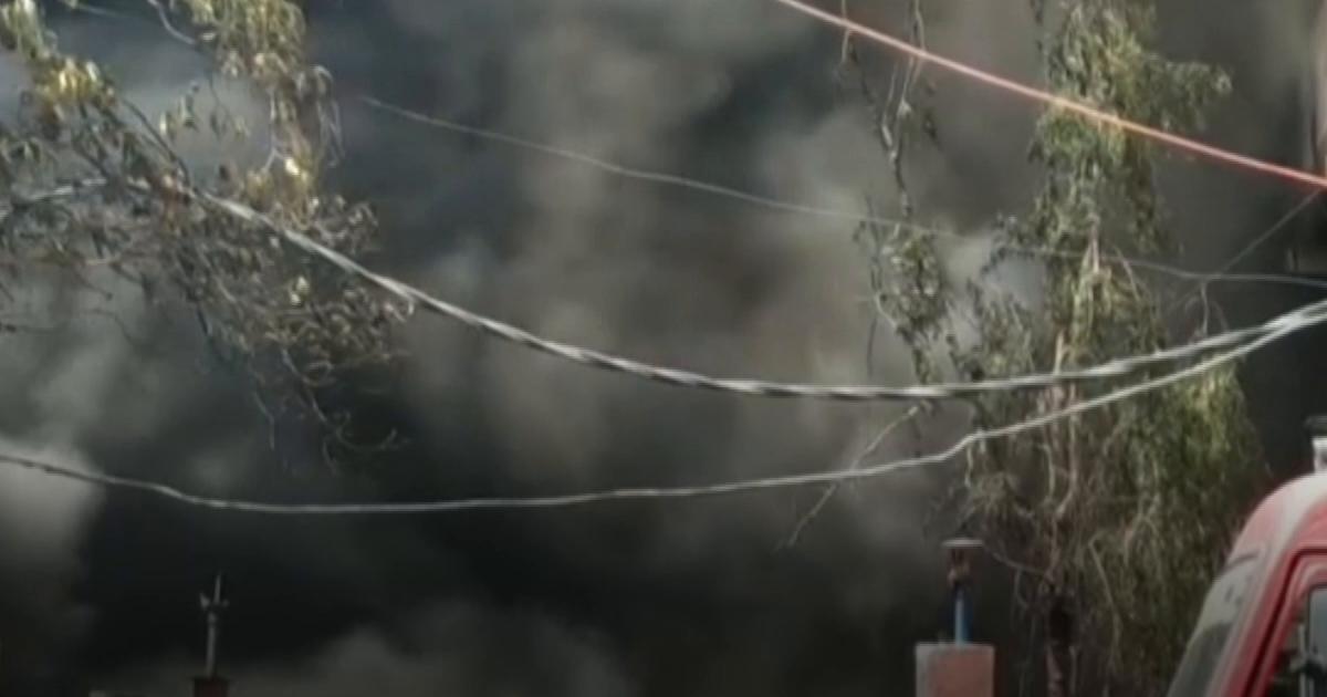 दिल्ली: कैमिकल फैक्ट्री में आग, 30 फायर बिग्रेड की गाड़ियां मौके पर