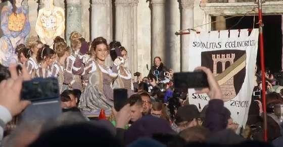 12 Marias lead the colourful Venice carnival procession