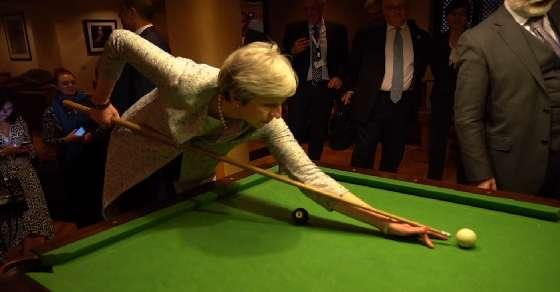 Italian PM gives British counterpart lesson in pool