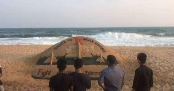 Sudarshan Patnaik pays tribute to the IAF with his beautiful sand art