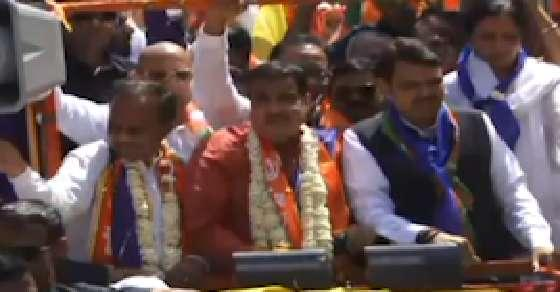 Cong workers also supporting me: Gadkari