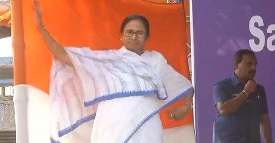 राहुल तो 'छोटे बच्चे' हैं, मुझे इससे क्या लेना-देना: ममता बनर्जी