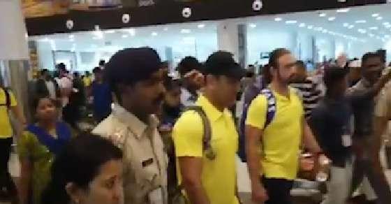 Watch! Chennai Super Kings' fun filled trip back home