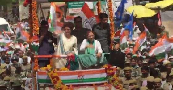 यूपी के उन्नाव में प्रियंका गांधी का रोड शो, उमड़ी भीड़