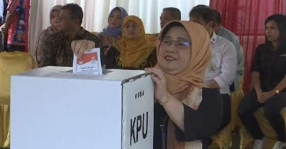 270 poll officers in Indonesia died counting ballot papers by hand