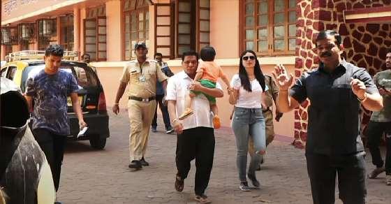 Taimur accompanies Kareena as she votes in Mumbai