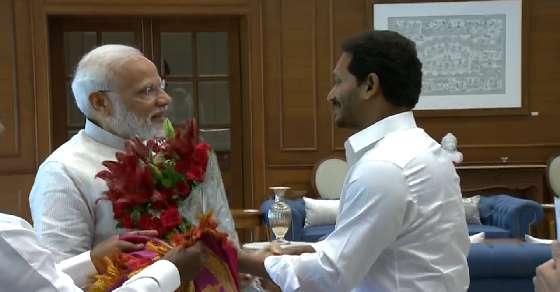 Jagan meets PM, discusses Andhra special status