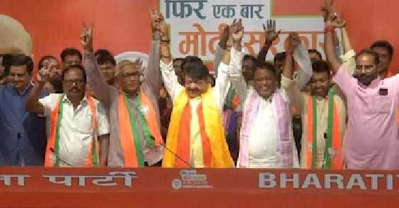 Bengal defections: BJP jeers Didi, TMC says 'minor issue'