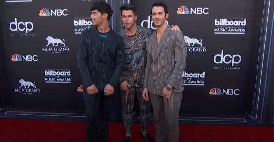Jonas Brothers announce their memoir