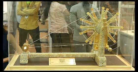 राजकोट में ज्वेलरी एग्जीबिशन, गांधी जी का चरखा आकर्षण का केंद्र
