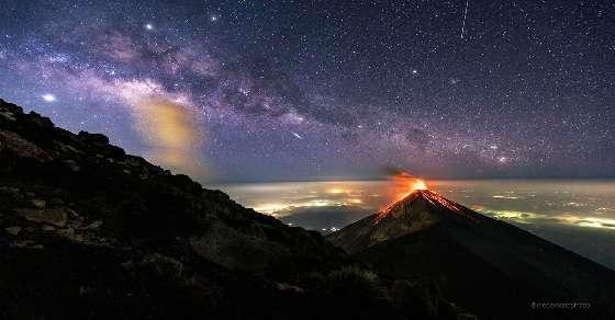 नासा ने जारी की उफनते ज्वालामुखी की बेहद खूबसूरत तस्वीर