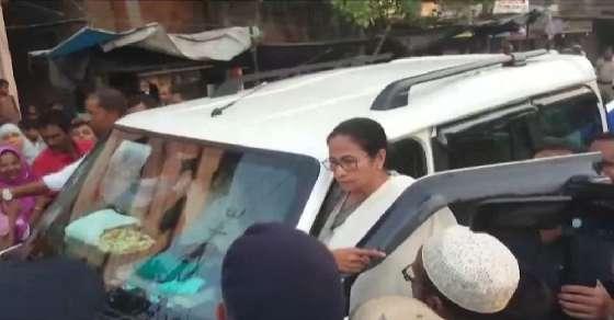 Didi confronts BJP workers chanting Jai Shri Ram